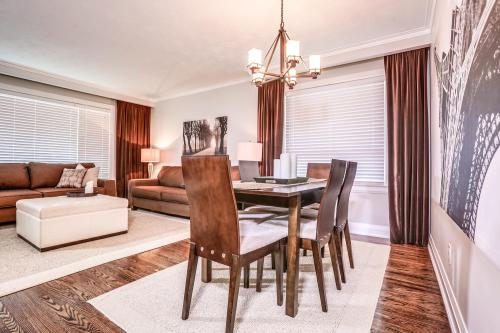 11 Cicerella Crescent Toronto-large-015-11-Dining Room-1500x1000-72dpi