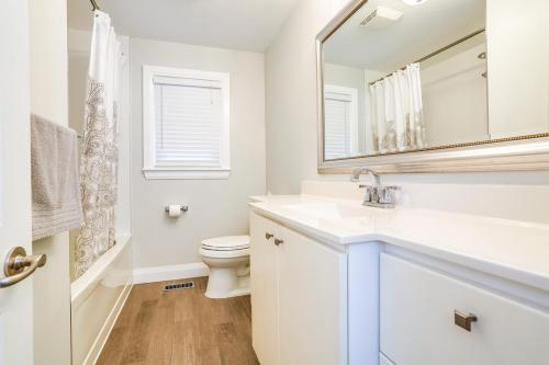 11 Cicerella Crescent Toronto-large-026-20-Bathroom-1500x1000-72dpi