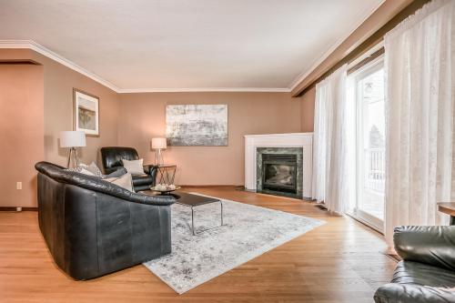 51 Laxford Ave Toronto ON M1R-large-003-7-Living Room-1500x1000-72dpi