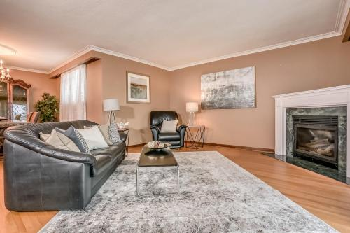 51 Laxford Ave Toronto ON M1R-large-004-5-Living Room-1500x1000-72dpi
