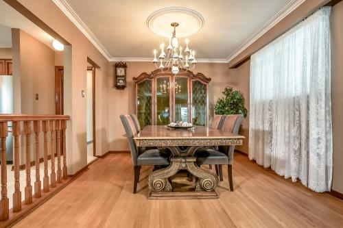 51 Laxford Ave Toronto ON M1R-large-009-1-Dining Room-1500x1000-72dpi