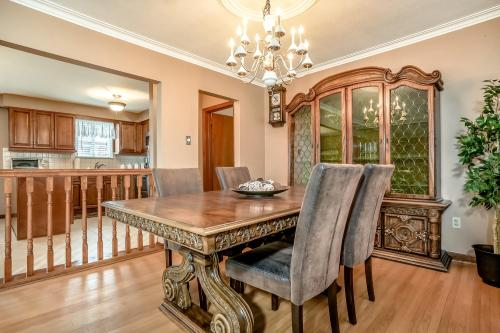 51 Laxford Ave Toronto ON M1R-large-010-18-Dining Room-1500x1000-72dpi