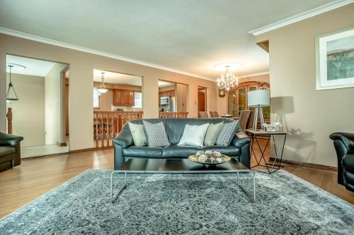 51 Laxford Ave Toronto ON M1R-large-012-27-Living Room-1500x1000-72dpi