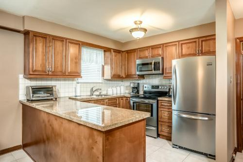 51 Laxford Ave Toronto ON M1R-large-017-9-Kitchen-1500x1000-72dpi