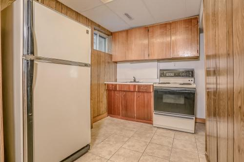 51 Laxford Ave Toronto ON M1R-large-033-21-Lower Level Kitchen-1500x1000-72dpi