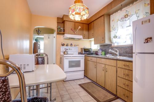 7 Dieppe Rd Toronto ON M4J 2K9-large-016-7-Kitchen-1500x1000-72dpi