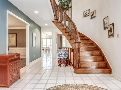 238 Valleymede Dr Richmond-MLS_Size-011-9-Foyer-640x480-72dpi