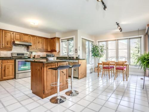 238 Valleymede Dr Richmond-MLS_Size-017-13-Kitchen-640x480-72dpi
