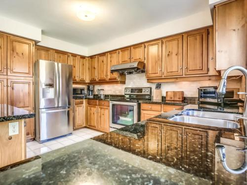 238 Valleymede Dr Richmond-MLS_Size-019-43-Kitchen-640x480-72dpi